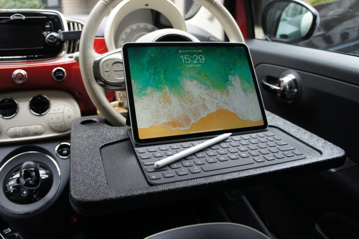 SFJ NEWING(ニューイング) ハンドル(ステアリング)取付 テーブル ワンタっちゃブルにiPad 11インチを置いた様子