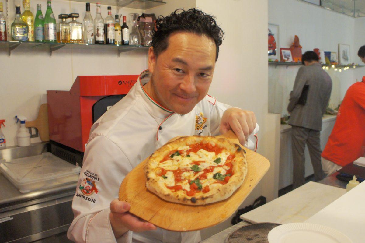 フィアット/アバルト/アルファロメオ松濤 5周年記念パーティーのピザができた様子