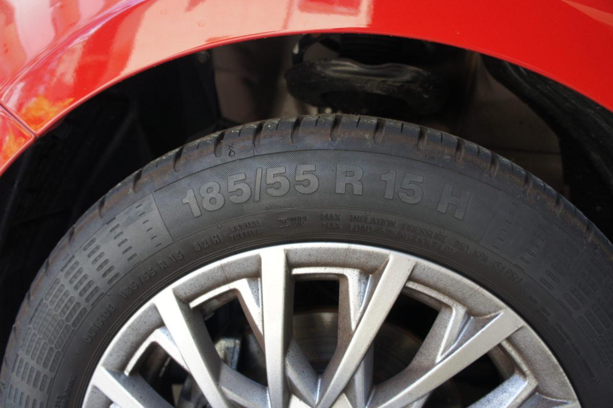 フィアット500 タイヤの側面(サイドウォール)